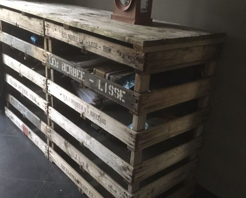 Kast van houten kratten